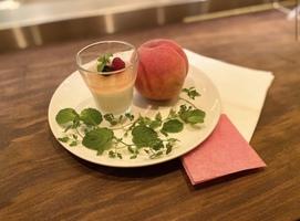 本日のおすすめメニュー「白桃のムース&ゼリー」@恵比寿の大人の隠れ家 鉄板焼き バンブーグラッシィ(テイクアウト・デリバリーもやってます!)