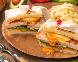 本日のおすすめUber Eats/ランチメニュー「エッグベネディクトサンド」@恵比寿の大人の隠れ家 鉄板焼き バンブーグラッシィ