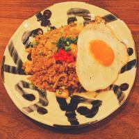 本日のおすすめメニュー「関西風そばめし 目玉焼きのせ」@恵比寿の大人の隠れ家 鉄板焼き バンブーグラッシィ(テイクアウト・デリバリーもやってます)