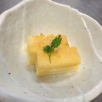 本日の先付「クリームチーズと西京味噌のカステラ」@恵比寿の大人の隠れ家 鉄板焼き バンブーグラッシィ