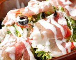 本日のおすすめメニュー「生ハムといろどり野菜のサラダ」@恵比寿の大人の隠れ家 鉄板焼き バンブーグラッシィ