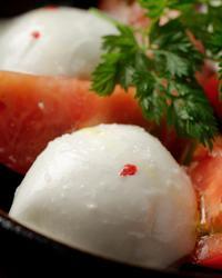 本日のおすすめメニュー「トマトのカプレーゼ」@恵比寿の大人の隠れ家 鉄板焼き バンブーグラッシィ